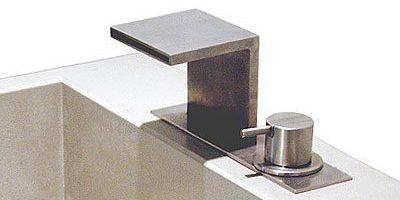 """Armatur aus Edelstahl """"flat & steel"""""""